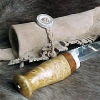 Le banc fustier : Couteau dépeceur manche bois de renne et loupe de bouleau