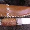 Le banc fustier : Couteau de chasse manche bois de renne et loupe de cade
