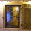 le banc fustier : Vitrail et volet intérieur en vieux mélèze