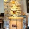 le banc fustier : Portes en vieux bois et mur pierres