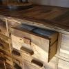 Le banc fustier : Meuble de salon en noyer huile détail tiroir avec montage a queue d\'aronde